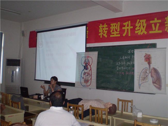 市红十字会在我校对退伍兵进行安全讲座2.jpg